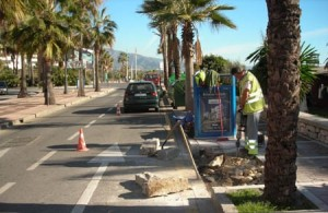 Workers on Avenida Julio Iglesias in Puerto Banus. Scenes like this will be very common during the next four months.