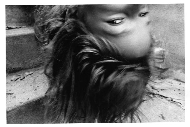 Mark Cohen - Upside down girl, 1974