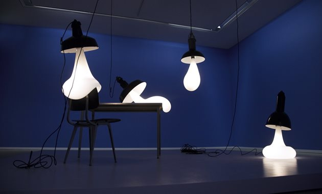 Pieke -, from the sky, light bulbs 2011, foto Mirjam Bleeker