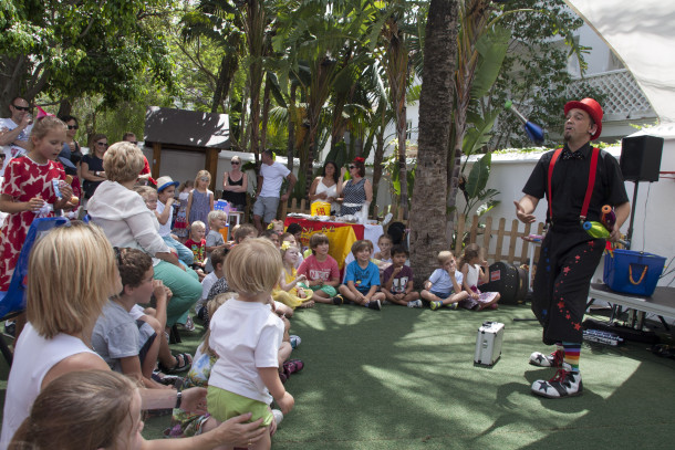 A juggler kept the children entertained during the fundraiser
